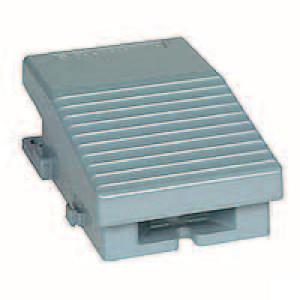 Schneider-Electric Pedaalschakelaar, metaal - XPEM211 | 2x PG16 | 0,27 A DC-13 220V | 15x10E6 schakelingen