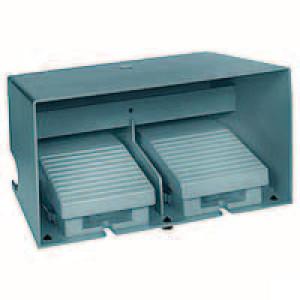Schneider-Electric Pedaalschakelaar dubbel metaal - XPEM3110D | 2x PG16 | 0,27 A DC-13 220V | 15x10E6 schakelingen