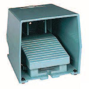 Schneider-Electric Pedaalschakelaar, metaal - XPEM611 | 2x PG16 | 0,27 A DC-13 220V | 15x10E6 schakelingen