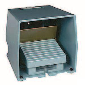 Schneider-Electric Pedaalschakelaar, metaal - XPEM711 | 2x PG16 | 0,27 A DC-13 220V | 15x10E6 schakelingen