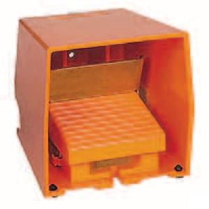 Schneider-Electric Pedaalschakelaar, metaal - XPER511 | 2x PG16 | 0,27 A DC-13 220V | 15x10E6 schakelingen
